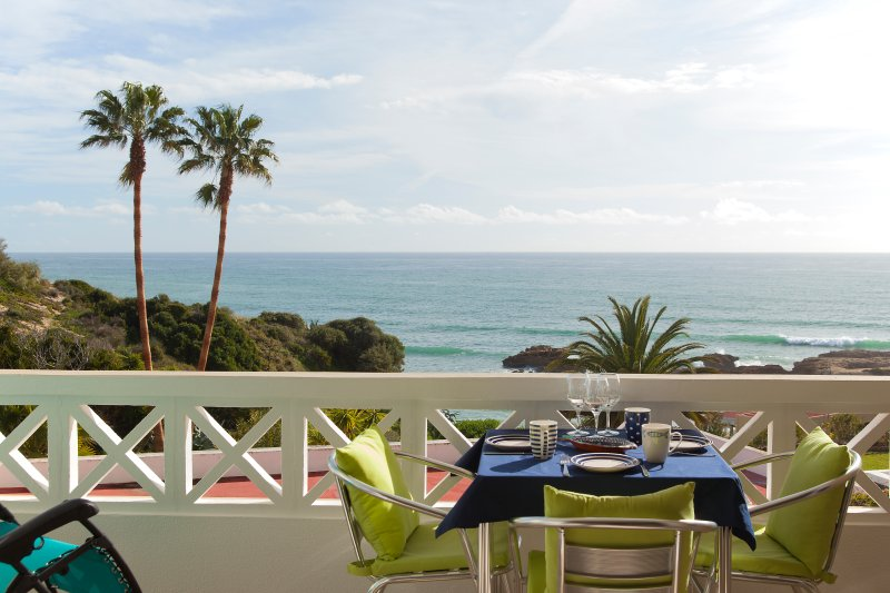 Fantastic one Bed apartment front beach, vacation rental in Areias de Sao Joao