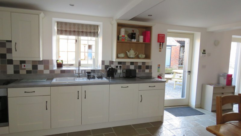 Main entrance to kitchen with integrated dishwasher