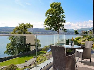 Five Star Luxury at Baileyfield, holiday rental in Rosneath