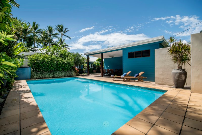 Palms on Newell - On Absolute Beachfront, vacation rental in Whyanbeel
