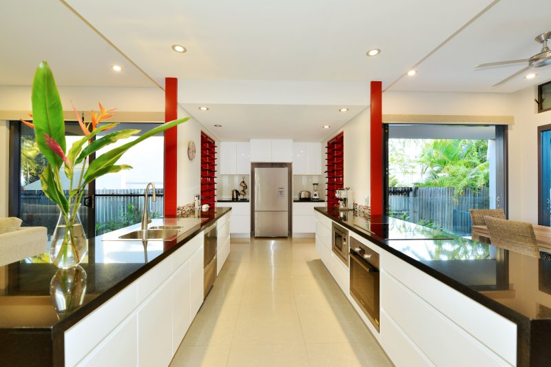 Esplanade Villa - Beachfront Port Douglas, vacation rental in Port Douglas