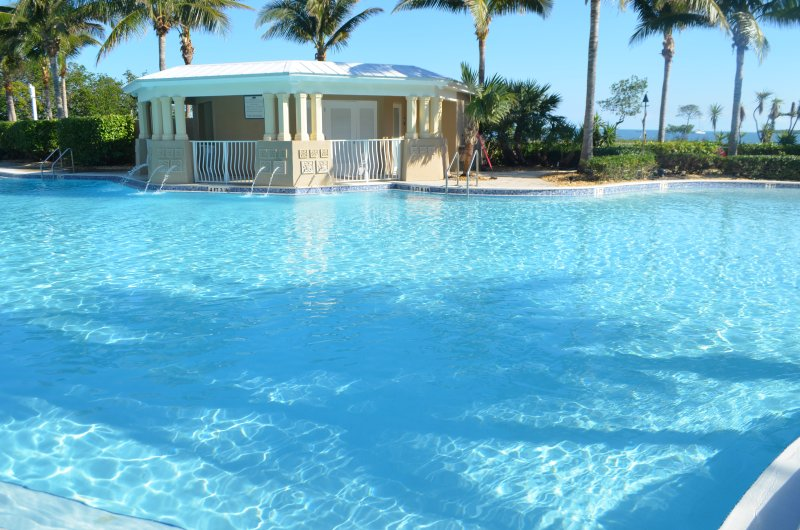 Pools, Jacuzzis, Rec Room, Gym, 24/7 security! Stay at Mariner's Club 606!!, vacation rental in Key Largo
