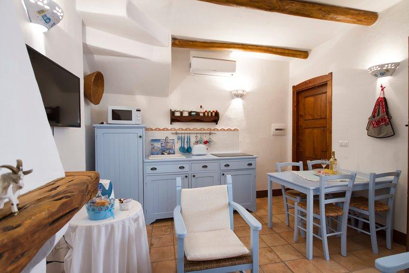 "Tra cielo e mare: ""Color'e cielu"", holiday rental in Baunei"