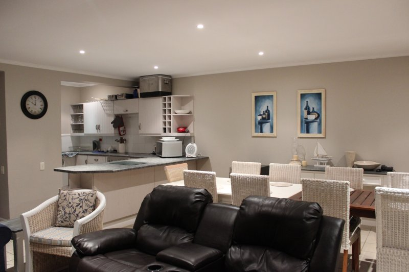 Open plan kitchen, diningroom, lounge