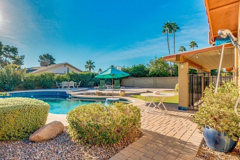 New spacious 4 bed scottsdale getaway resort backyard - Bell gardens high school school loop ...
