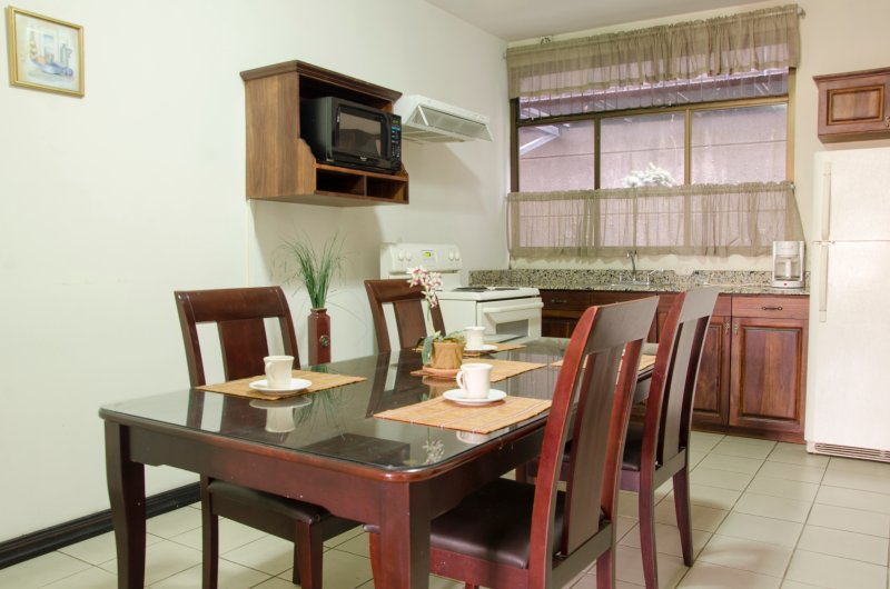 2 Bedroom Fully Equipped Apartment in Robledal, vacation rental in Santo Domingo de Heredia