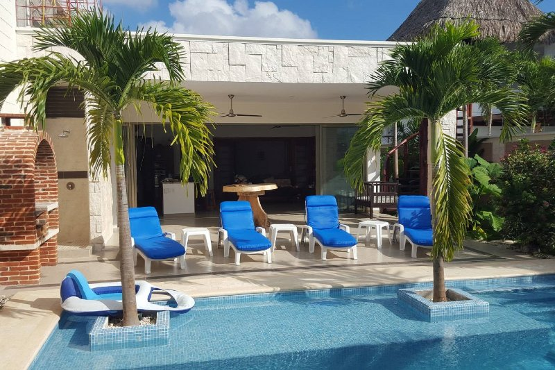 Beautiful private, secure home with pool near shopping, restaurants & beach., vacation rental in Tulum