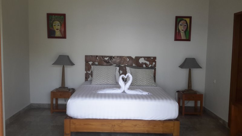 AMED BEACH VILLA....POOL ROOM, vacation rental in Bunutan
