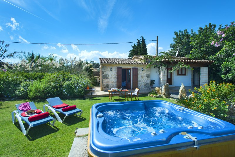 Beautiful Gelat Villa with Outdoor Jacuzzi and Excellent Location Chalet in Puerto Pollensa