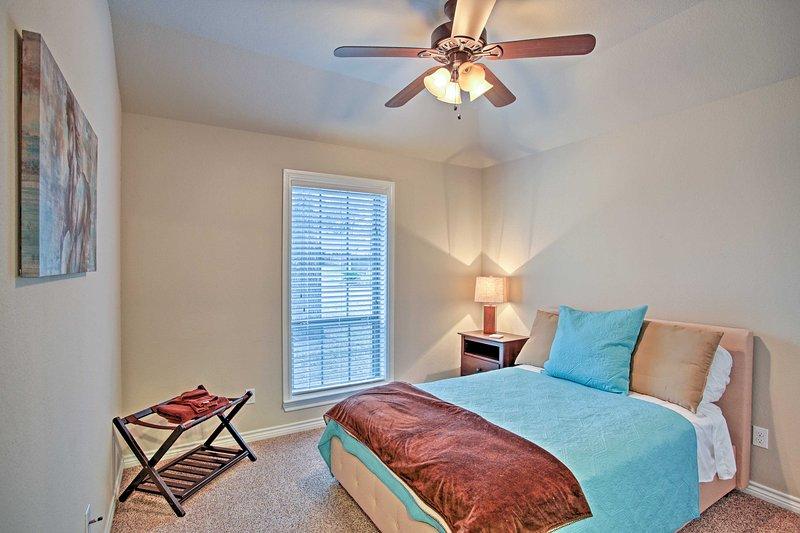 3 dormitorio duerme 2 invitados en esta cama acogedora.