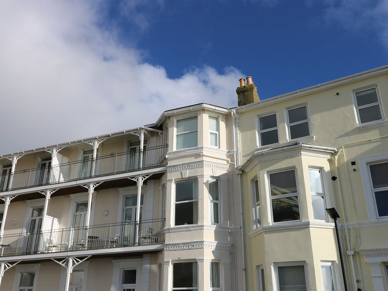 DISTANT SHORES, sea views, family friendly, close to local amenities, in, vacation rental in Bonchurch