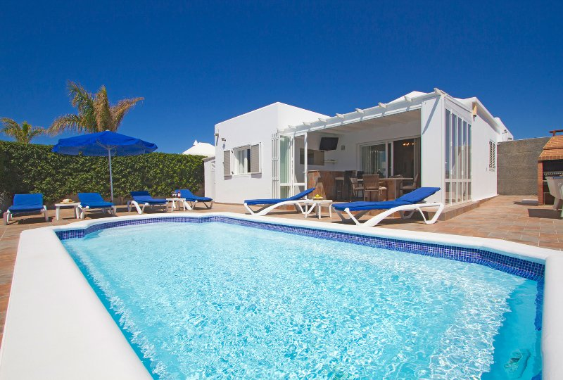 Luxury villa offering a relaxing stay in beautiful surroundings, alquiler de vacaciones en Lanzarote