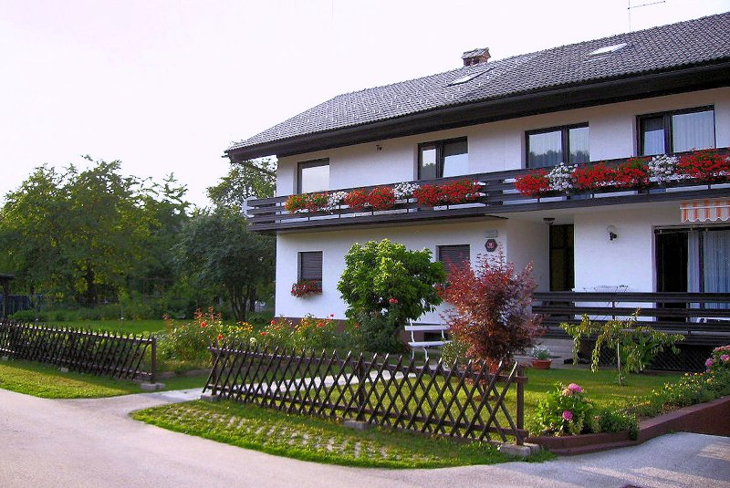 Exterior of the house with a garden. The apartment is located on the 1st floor.