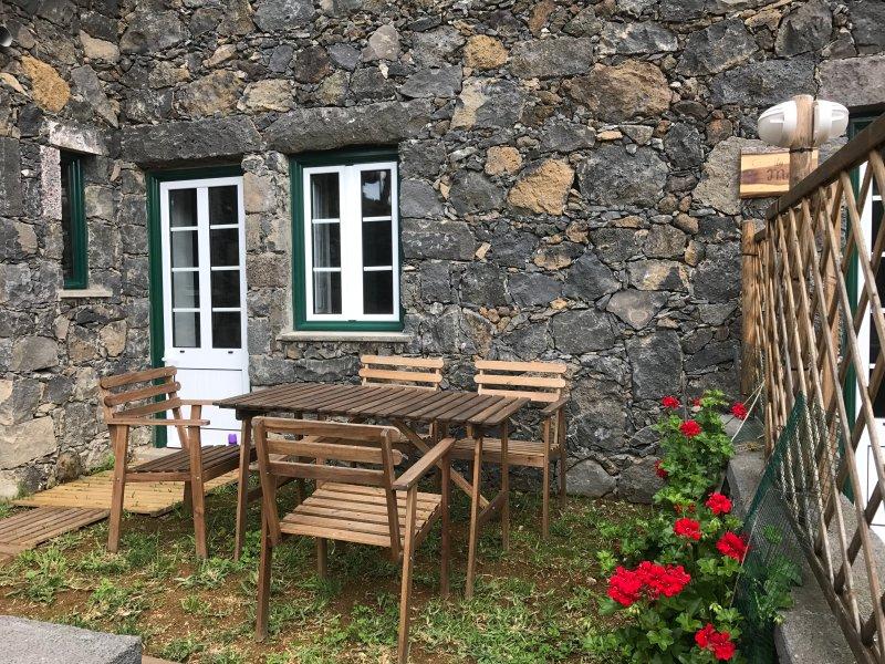 Casa do Azevinho, Simples Confortável e Acolhedora, Ferienwohnung in Rabo de Peixe