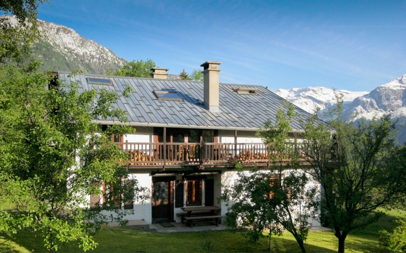 The Farmhouse, Traditional Alpine Chalet, holiday rental in Les Houches