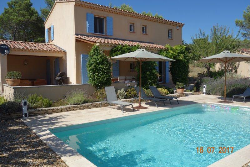 Villa Saumane in de Provence met privezwembad, holiday rental in Fontaine de Vaucluse
