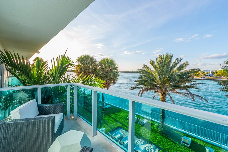 Quarzo Private Residence 2/2 Bayfront Unit 302, holiday rental in Bay Harbor Islands