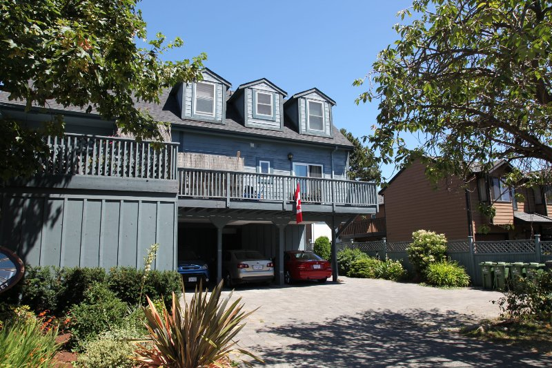 2 bedroom townhouse right by the inner harbor in downtown Victoria.