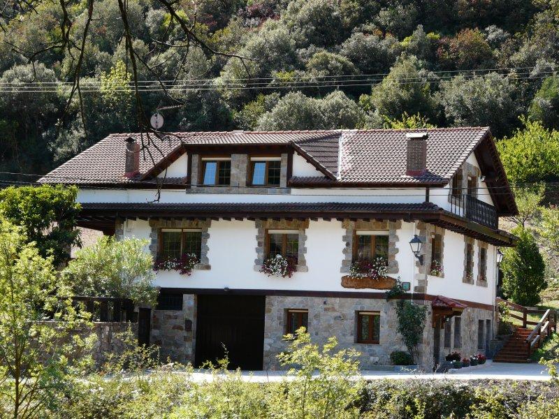 Apartamentos Extrahotelero Valverde, aluguéis de temporada em Tudes