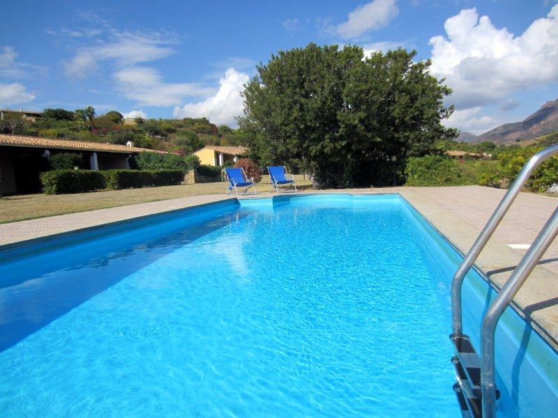 Residence Abba Urci - Villa con piscina 24 rose, location de vacances à Tertenia