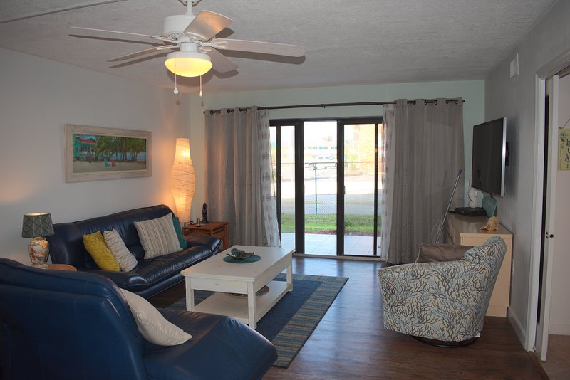 Direct Oceanside - Expanded Uniquely - Modern Master STE - Handicap Access, location de vacances à Cocoa Beach