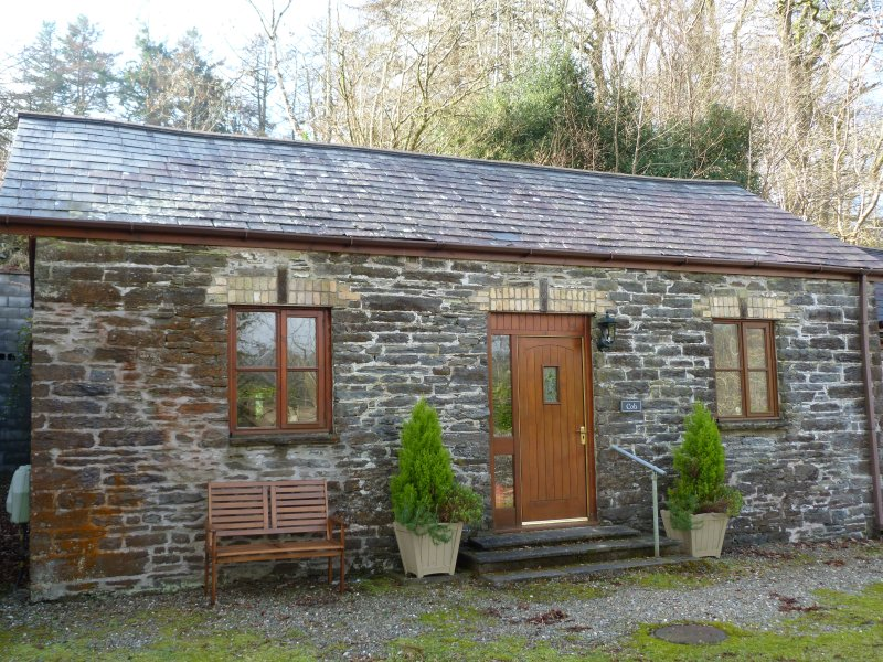 Well furnished stable conversion with parking in Devils Bridge