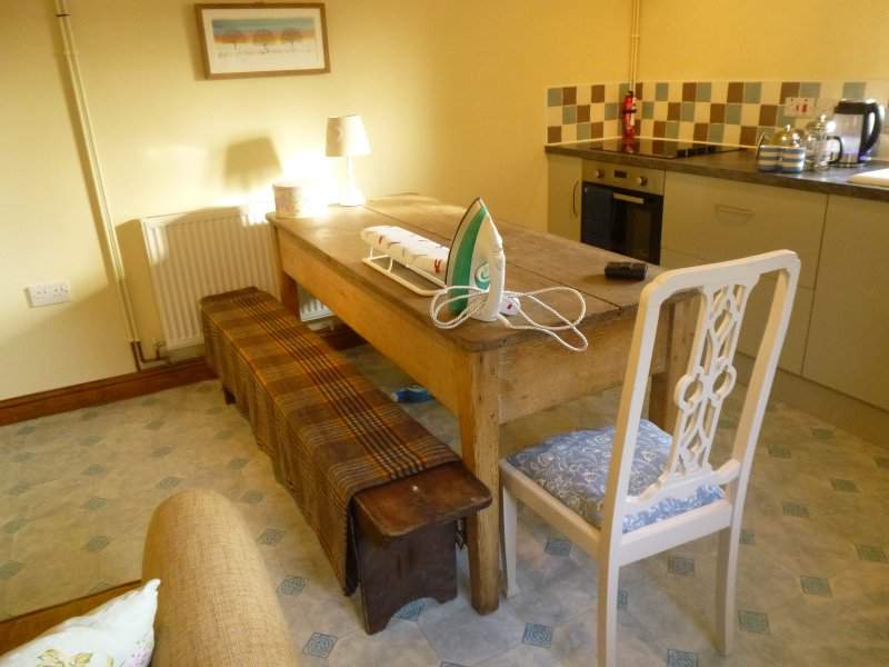 large table, spacious barn, self catering.