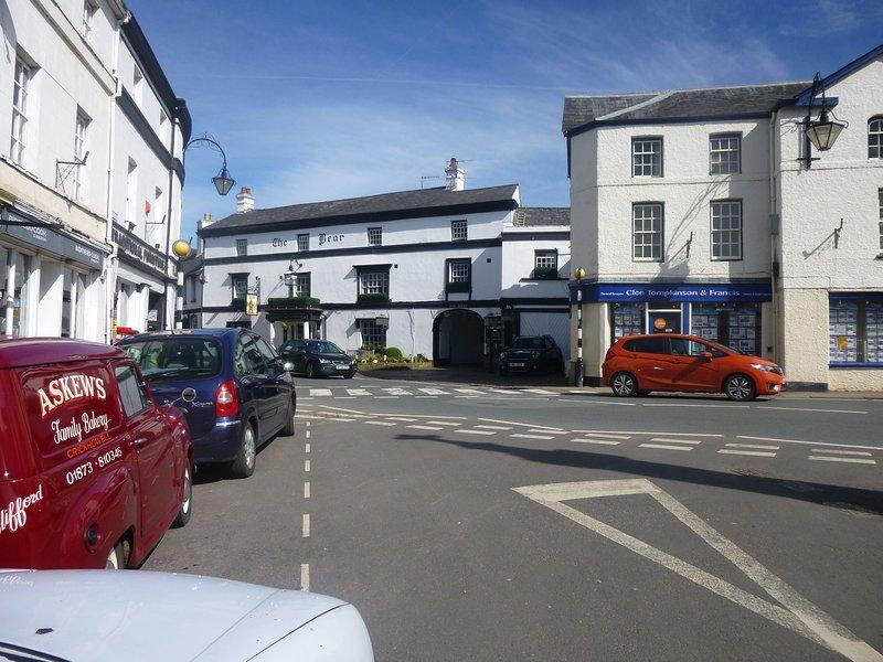 tiendas locales y restaurantes, Crickhowell