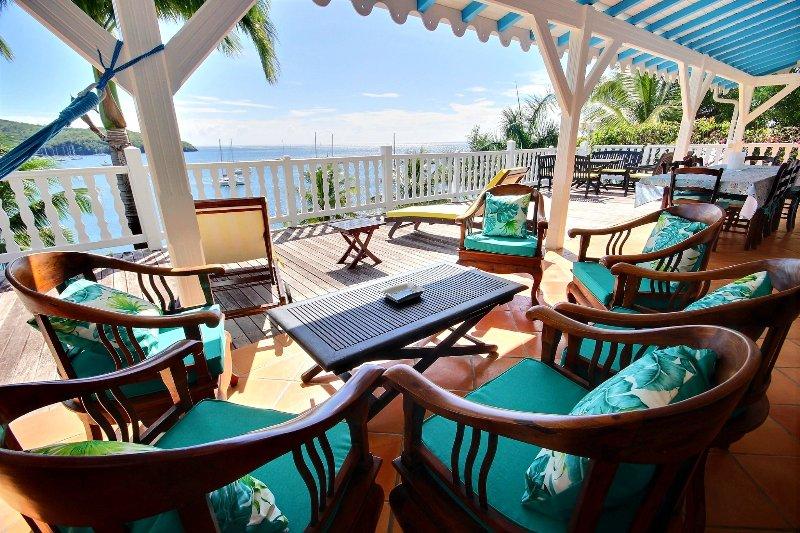 Villa Ifrevana - 6 chambres les pieds dans l'eau, holiday rental in Les Anses d'Arlet