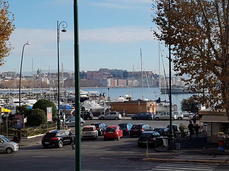 Con affaccio sul Golfo di Napoli. A 10 min.dagli imbarchi.