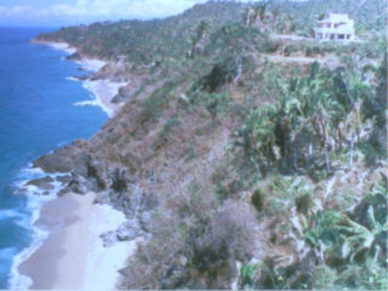 Vue de la côte ci-dessous Villa