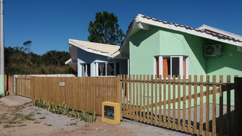 BANGALÔ RED MOON, holiday rental in Ingleses