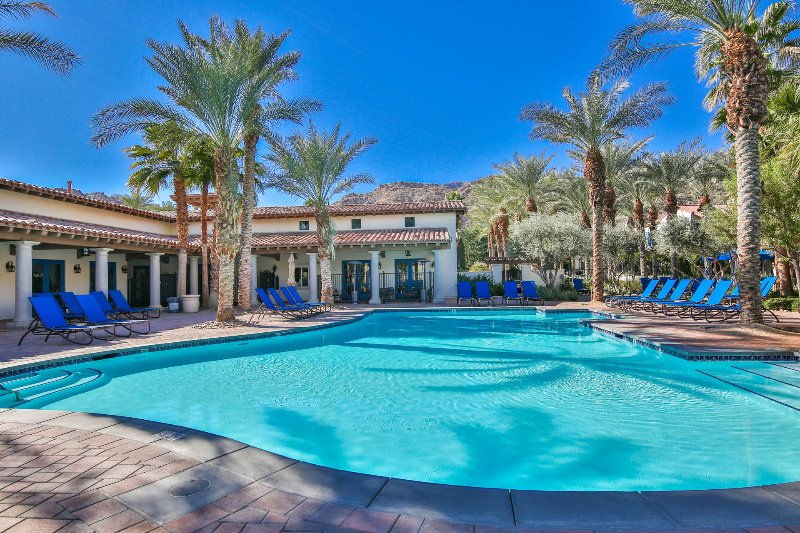 (L12) Upgraded Premium Villa on the Paseo, holiday rental in La Quinta