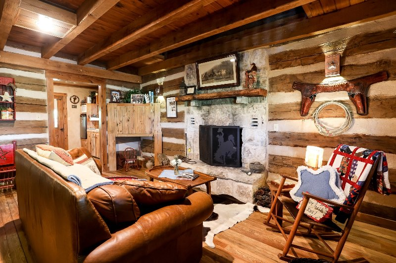 Happy Trails Cabin, casa vacanza a Willow City
