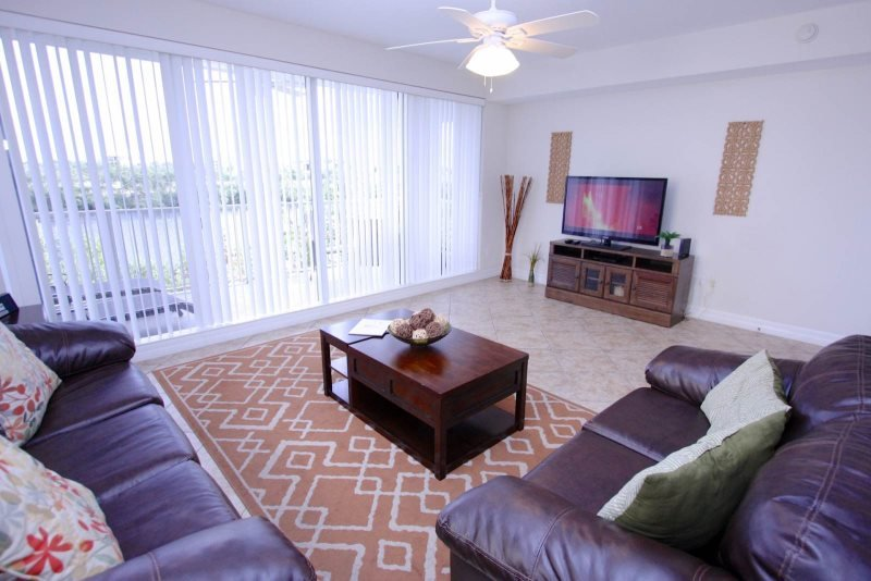 579LH. Waterfront 3 Bedroom 2.5 Bath Townhome in Little Harbor, Ruskin FL, holiday rental in Sun City Center