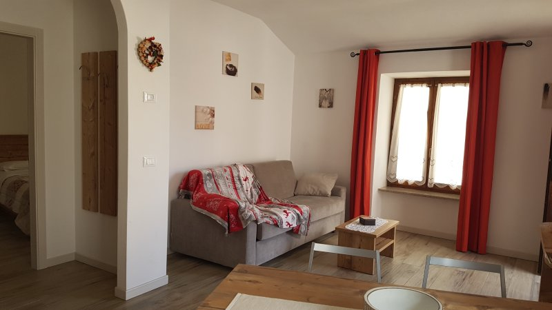 APPARTAMENTO IL NIDO COD. CIPAT 022104-AT-296071, vacation rental in Telve