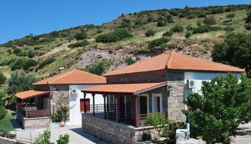 Troyan Hill Studio with panoramic view of the endless blue of the Aegean Sea, holiday rental in Vafios