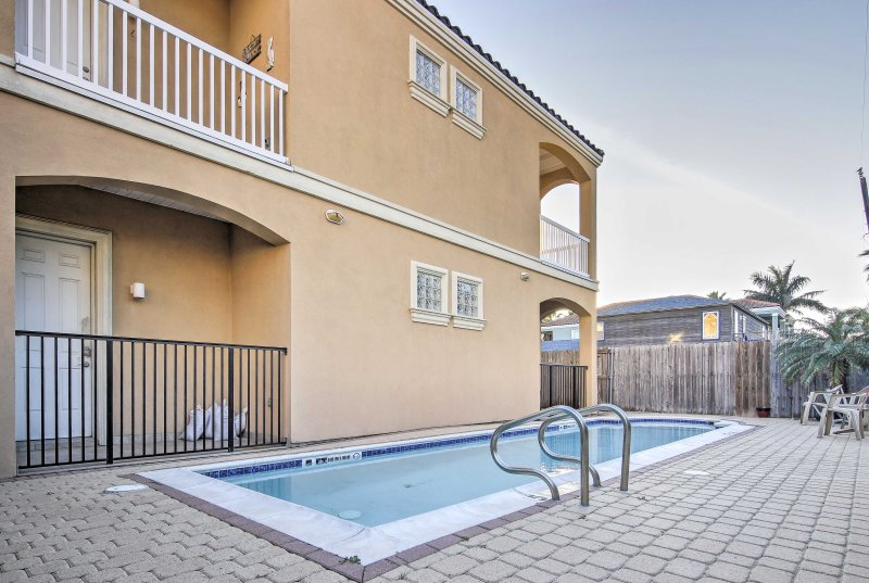 This condo hosts 7 with room for 3 additional kids and includes a private pool.