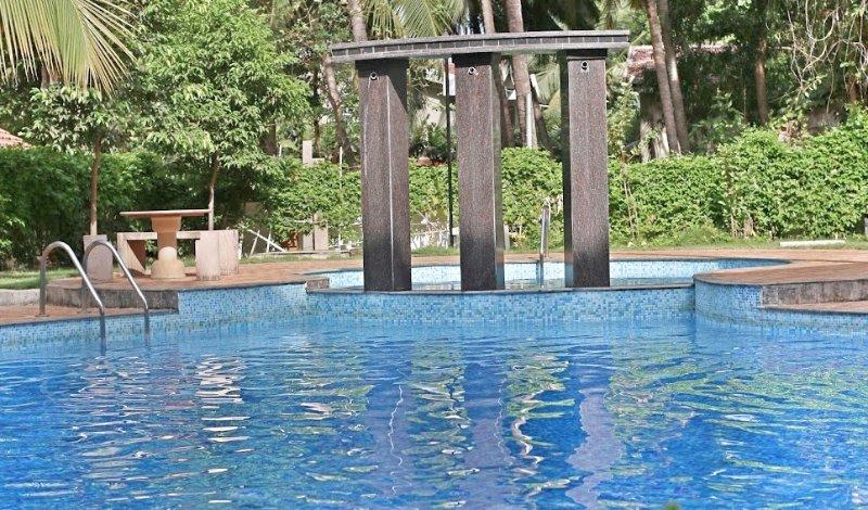 Valuable Stays 1 BHK Suite near Baga! ☆ POOL ☆ WIFI ☆ BREAKFAST ☆, holiday rental in Verla Canca