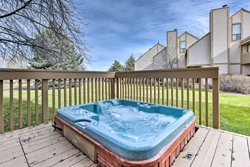 After hitting the slopes, unwind in the private Jacuzzi on the back deck!