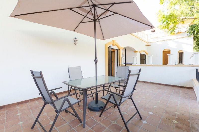 Casita Las Eras en lujosa Villa con piscina, aluguéis de temporada em Nijar