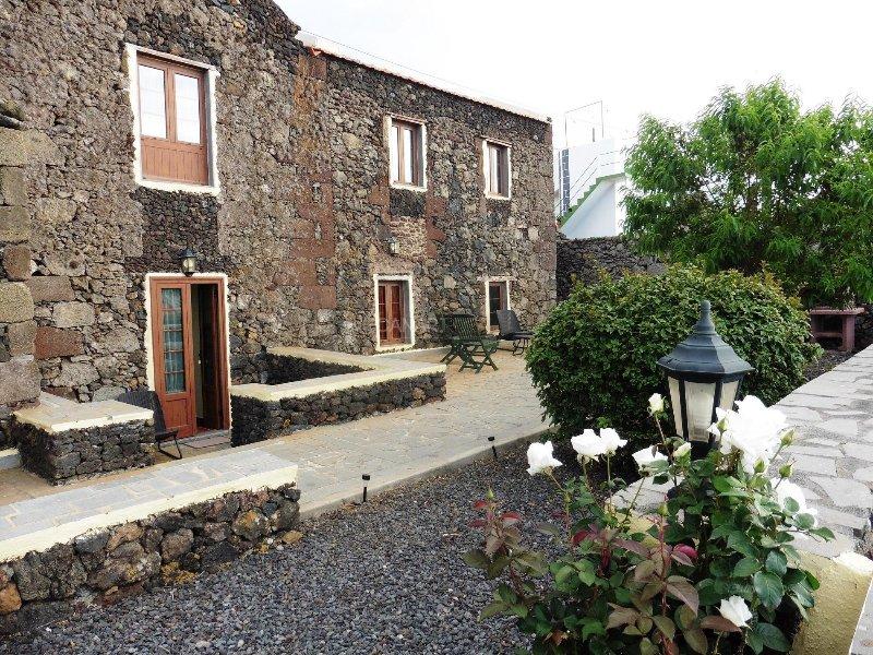 Charming Country house Valverde, El Hierro, holiday rental in Las Puntas