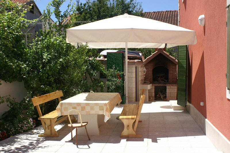 Supetar Apartment Sleeps 7 with Air Con - 5462618, vacation rental in Supetar