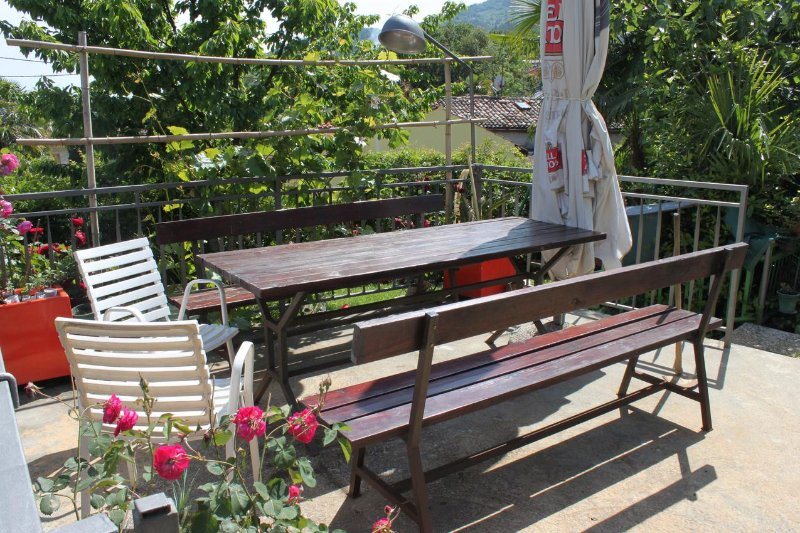 Lovran Apartment Sleeps 6 with Air Con - 5460550, holiday rental in Ika