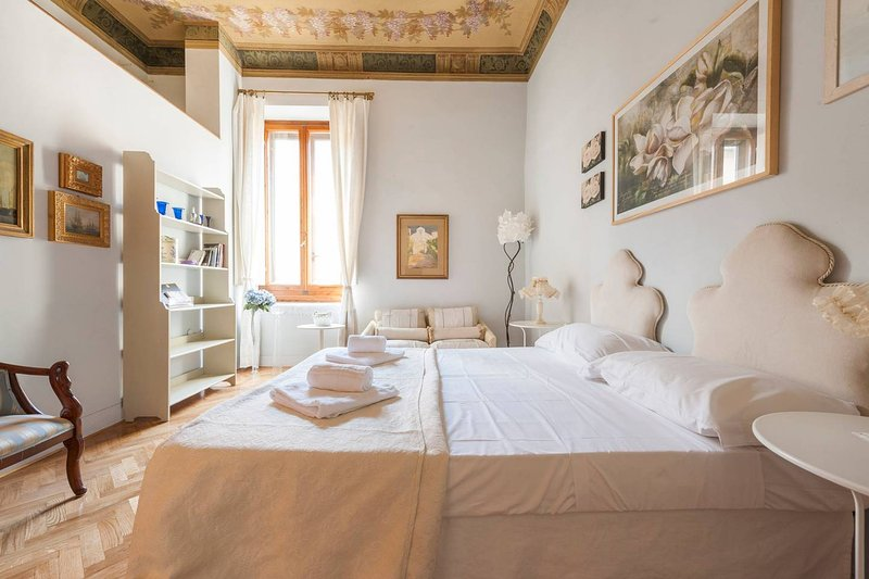 Double bedroom with frescoes