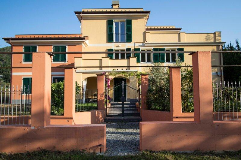 Apartment E - Balcony - Levanto Cinque Terre, vakantiewoning in Legnaro