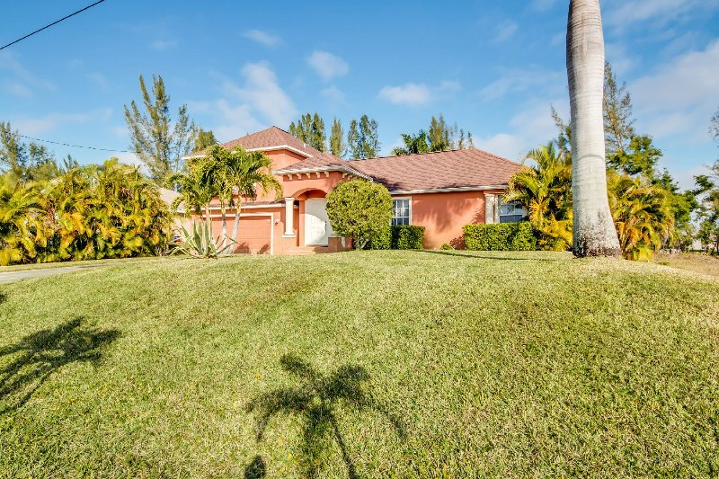 Villa Sunbeam- on Freshwatercanal in SW Cape Coral, holiday rental in Cape Coral