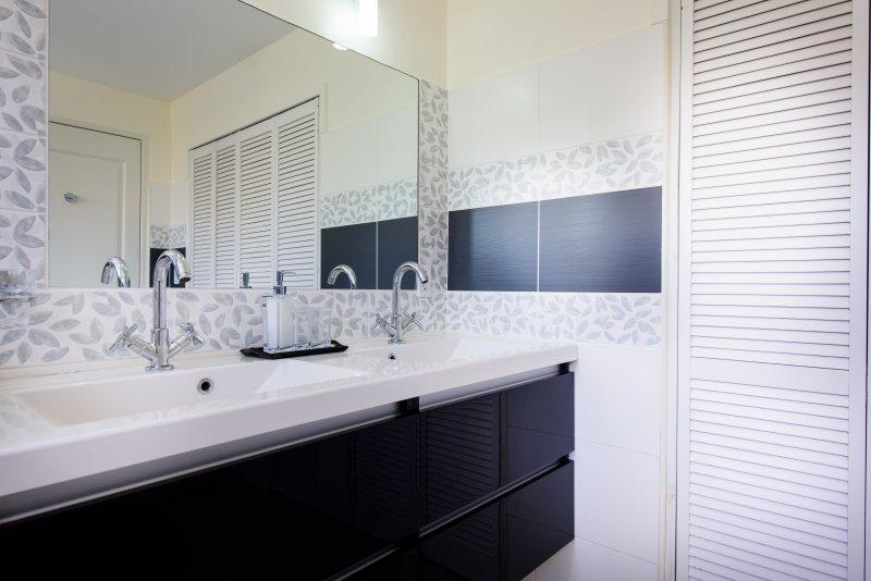 Bathroom 1 - double basin