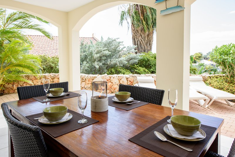 Porch - dining table with breakfast setting