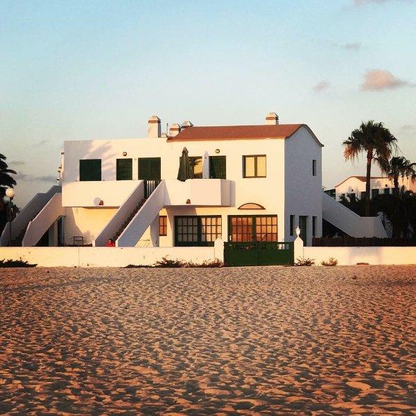 Los Lagos beach front apartment, Ferienwohnung in Fuerteventura